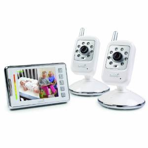 the set includes a 35 handheld high color resolution lcd monitor that operates at 24ghz wireless technology and has a range of 600 feet to transmit audio
